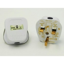 8004 13A White Plug Top With Sirim